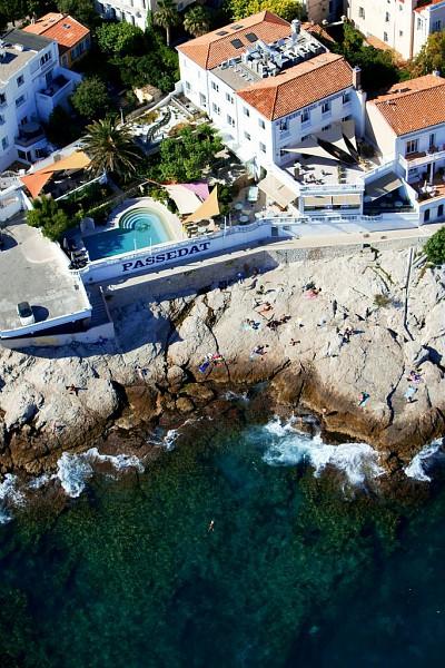 France, Bouches du Rhone (13), Marseille, 7e arrondissement, quartier d'Endoume, Corniche JF Kennedy, anse de la Fausse Monnaie, Le Petit Nice (vue aerienne)