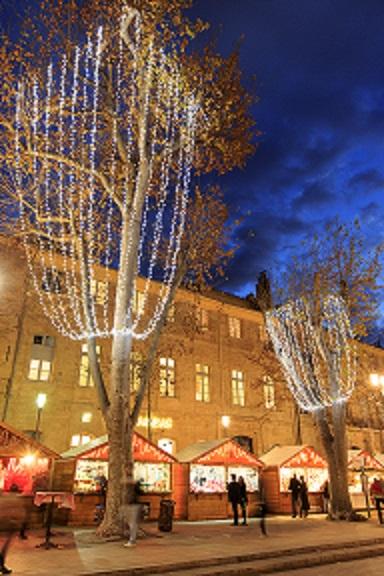 France, Bouches du Rhone (13), Aix en Provence, cours Mirabeau, marche de Noel