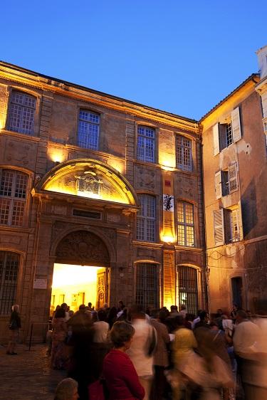 France, Bouches du Rhone (13), Aix en Provence, quartier Saint Sauveur, place des Martyrs de la resistance (ancienne place de l'archeveche), ambiance de Festival d'art lyrique devant le Theatre de l'Archeveche